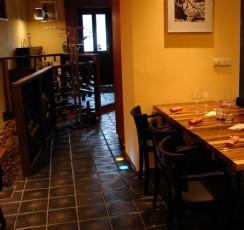 Platte NIKA 250 auf dem Fußboden in einem Restaurant
